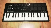Click for large photo of M-Audio Axiom Air 32