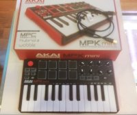 Click for large photo of Akai MPK Mini